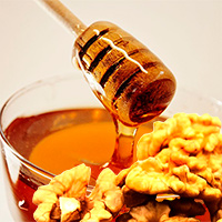 Маска с мёдом и грецким орехом
